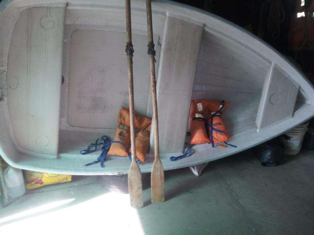 vendo. bote lagunero con motor 3.6hp
