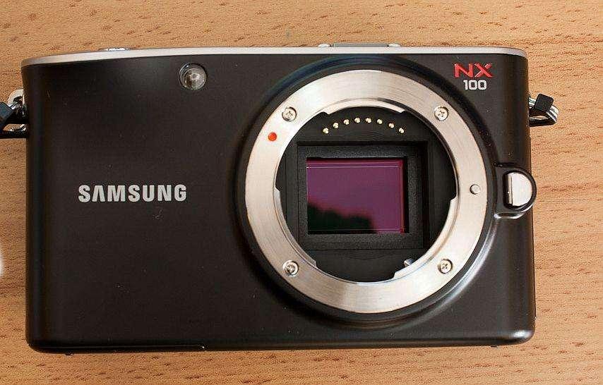 samsung NX100 Mirrorless