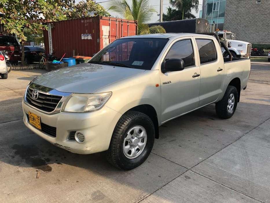 Toyota Hilux 2013 - 178572 km