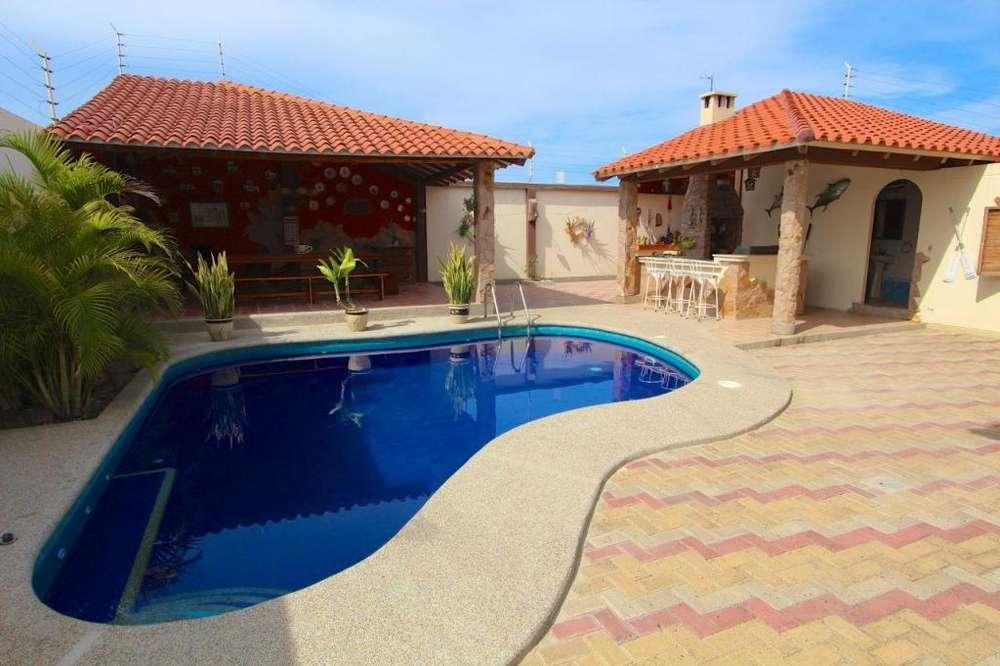 Se alquila casa amoblada con piscina y bar en Urbanización privada en Manta