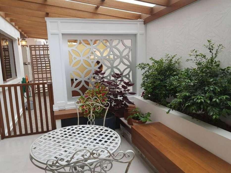 Casa en Urbanización Privada, de Lujo Venta 212.000 CAR1447