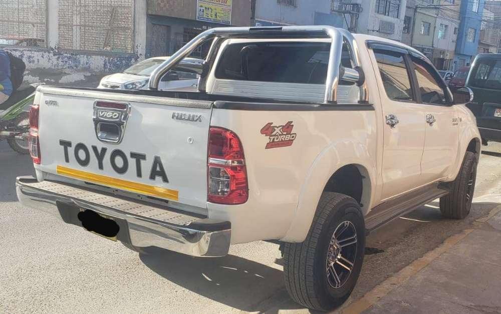 Toyota Hilux 2011 - 0 km