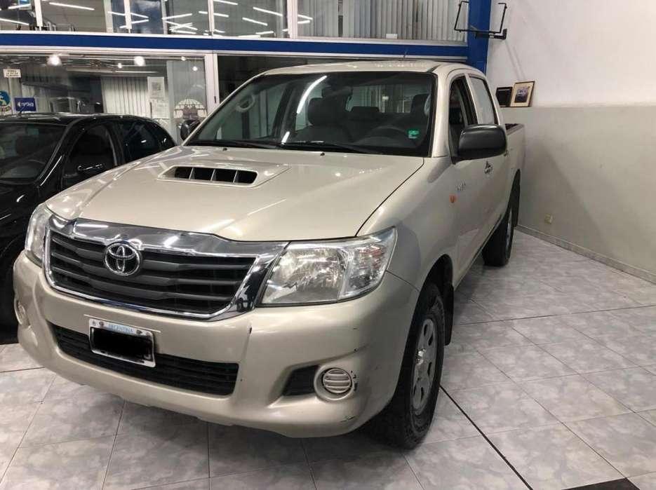 Toyota Hilux 2012 - 180000 km