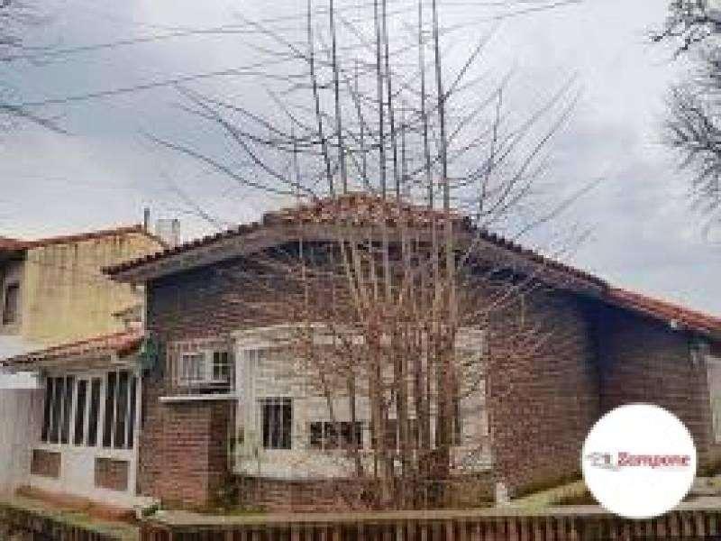 Casa de 4 ambientes Doble Lote - La Lucila