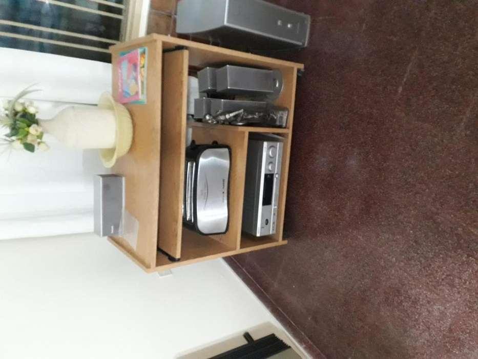 2 <strong>mesa</strong>s para TV y accesorios