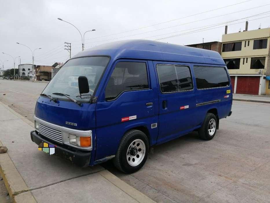 Combi Nissan Homy Caravan Toyota Hiace