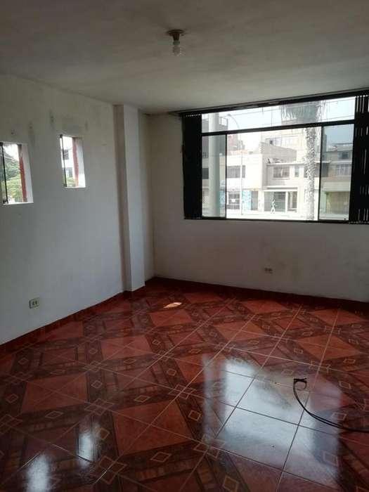 Alquilo oficina comercial 70 m2 2do piso. Av. Las Palmeras cdra 54 - Los Olivos