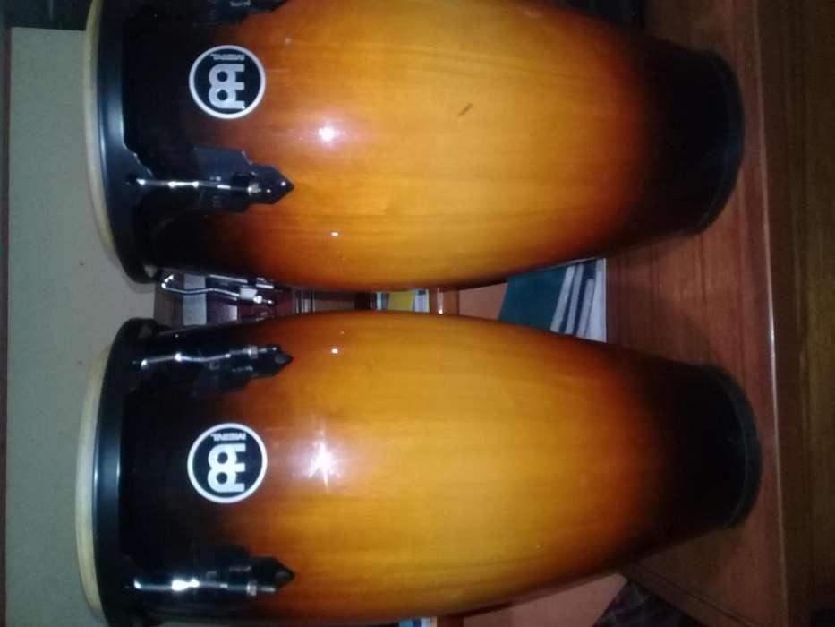 vendo en perfecto estado Percusión. Congas y Bongo