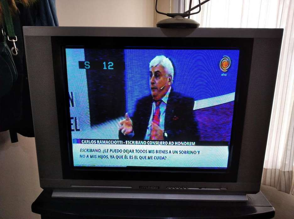 Tv Hyndai color pantalla plana 79 cm ancho por 58 cm alto usado