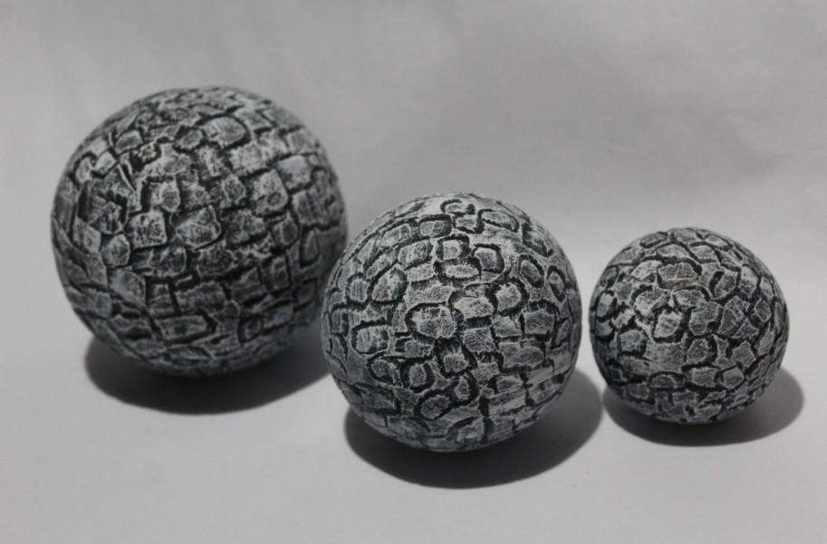 Juego de esferas rústicas con textura de muro de piedra gris