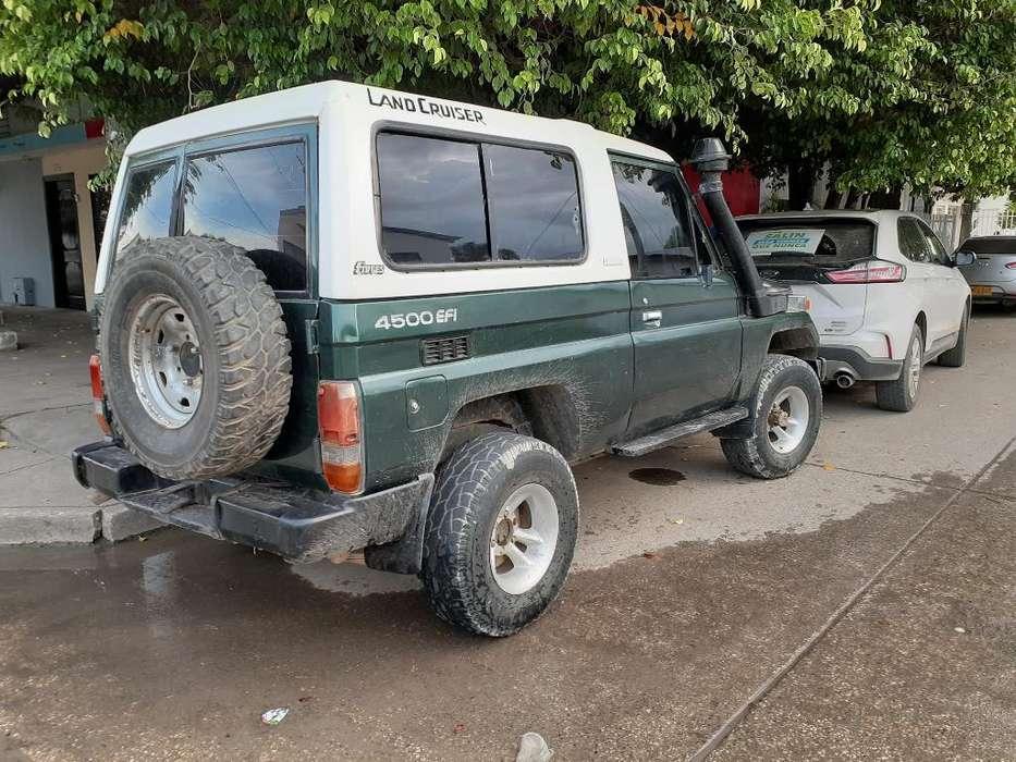 Toyota Land Cruiser 1996 - 123 km