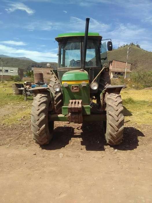 Tractor Agrícola Marca Jhon Deere