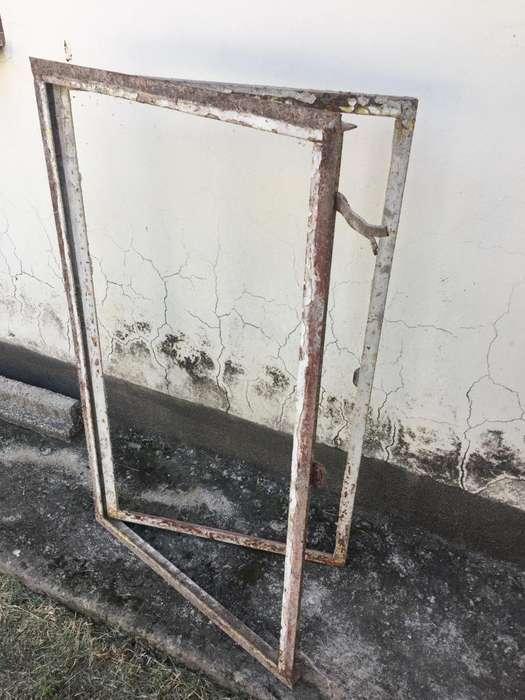 Ventana de hierro fundido rectangular