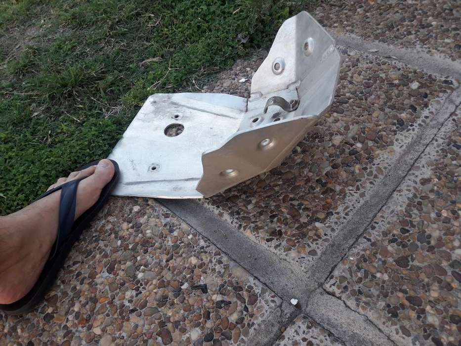 Cubre Carter Aluminio Tornado