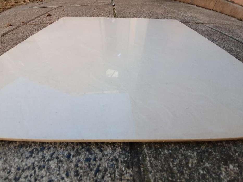 Piso Porcelanato Beige 50x50 Usado Adelina