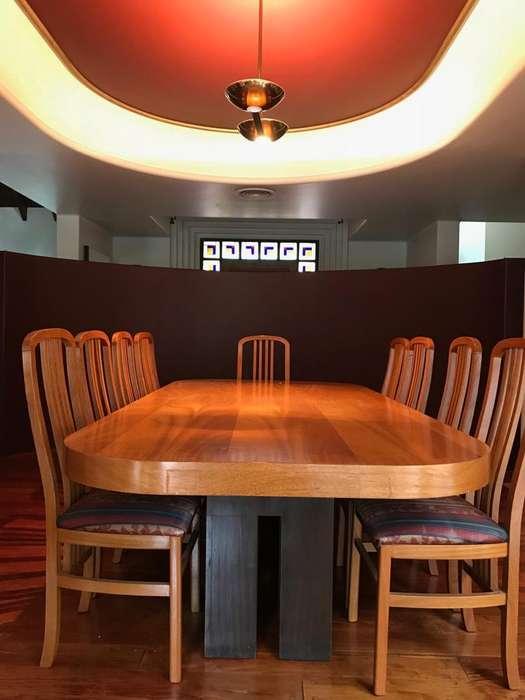 Mesa de comedor con 10 sillas en roble