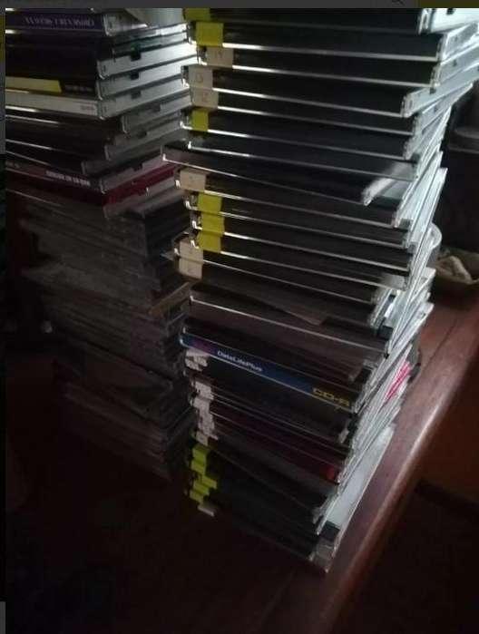 Lote de cassettes y cds para arte o decoracion