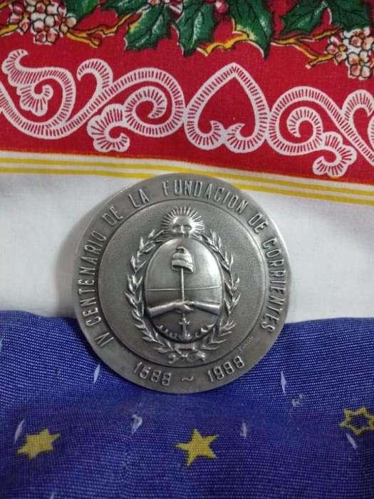 medallon conmemorativo