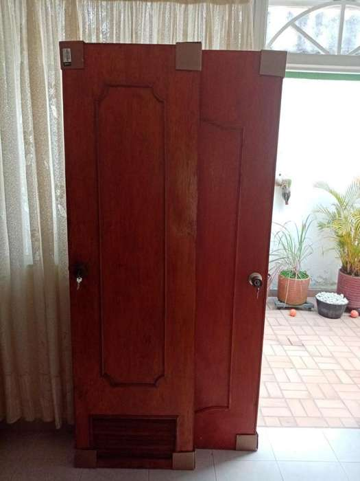 puertas con chapas y llaves