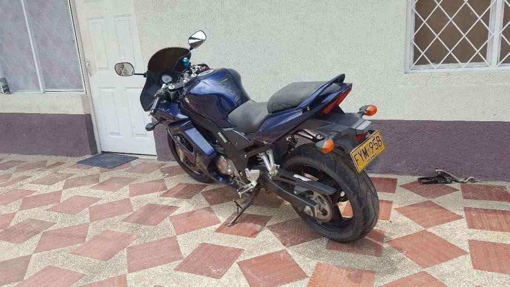 Vendo Moto Deportiva 650 Suzuki
