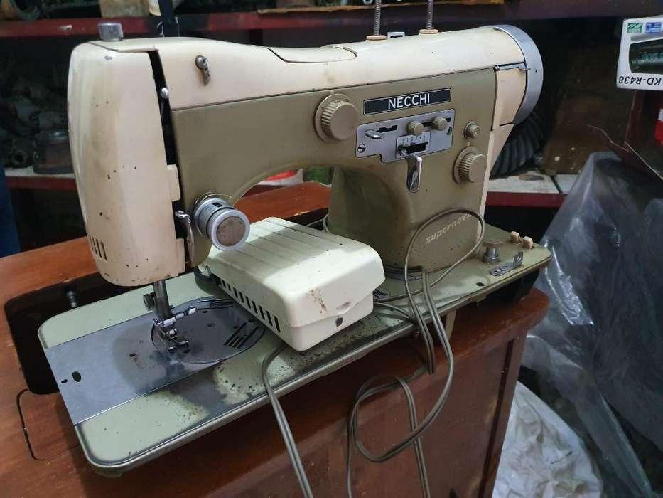 Maquina de Coser Y Muble para Restaurar