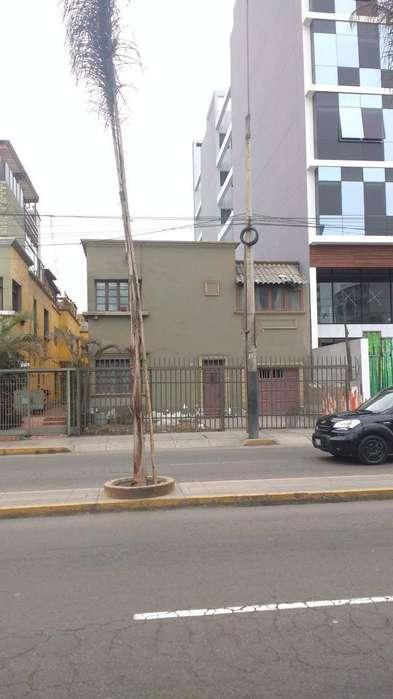 Alquiler Local Comercial Av El Ejercito Miraflores 6,000.00 dolares.