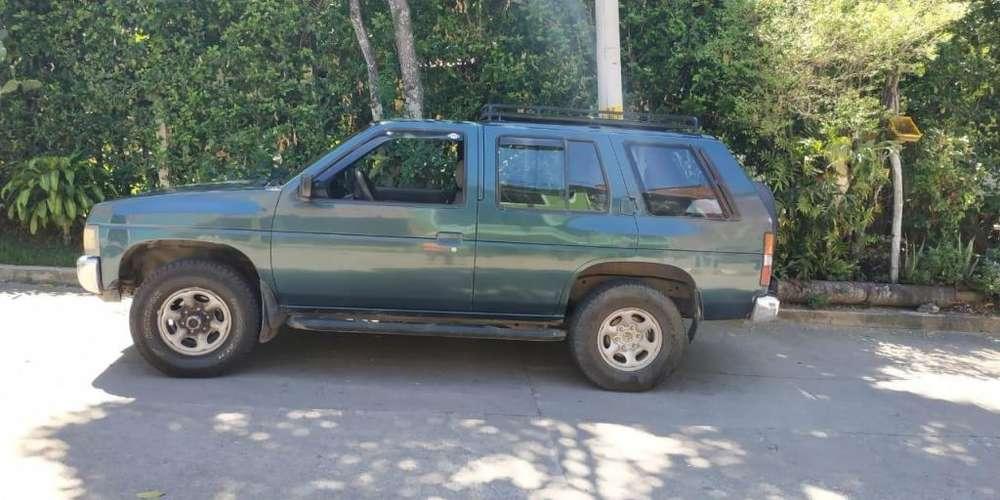 Nissan Pathfinder 1994 - 360000 km