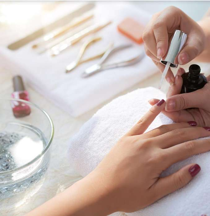 Manicure Y Pedicure a Domicilio Alpes