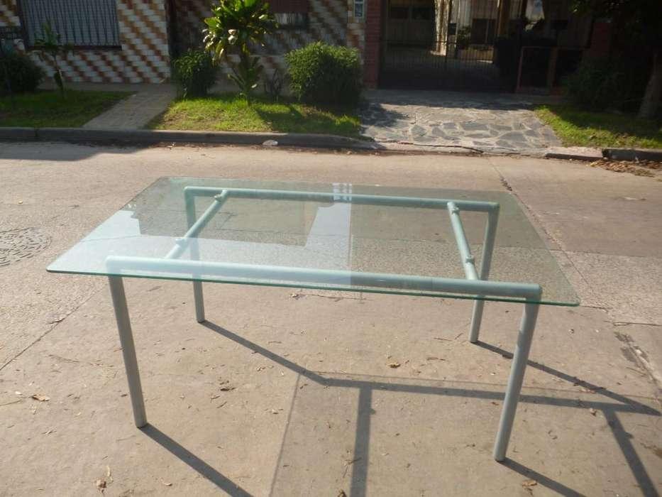 Vendo mesa de vidrio en buen estado