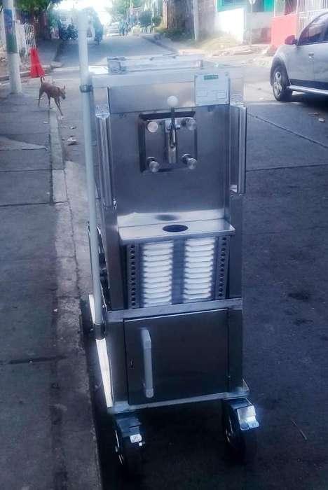 Máquina de Helado Suave de Una Boquilla para Exteriores con Motor a Gasolina :: Casi Nueva :: Conos De Un Sabor