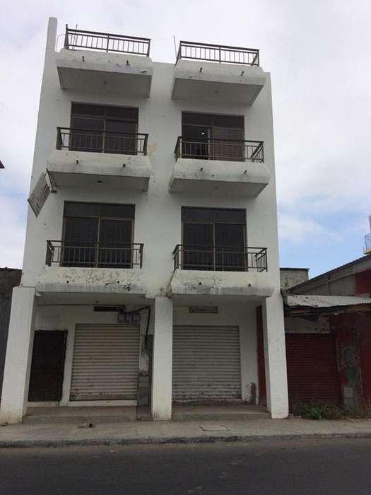Manta - Vendo Casa con 2 Locales Comerciales.