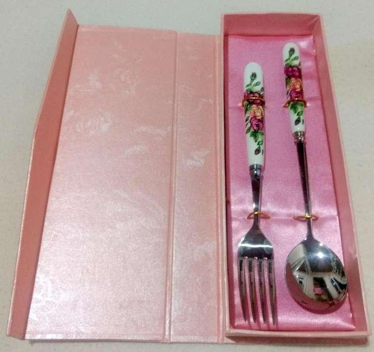 Juego de tenedor y cuchara de japón con mango de porcelana
