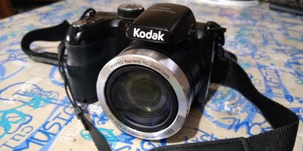 Cámara Kodak Pixpro AZ421 - 42X zoom - 16 MP - 24 mm wide angle - Estabilización óptica