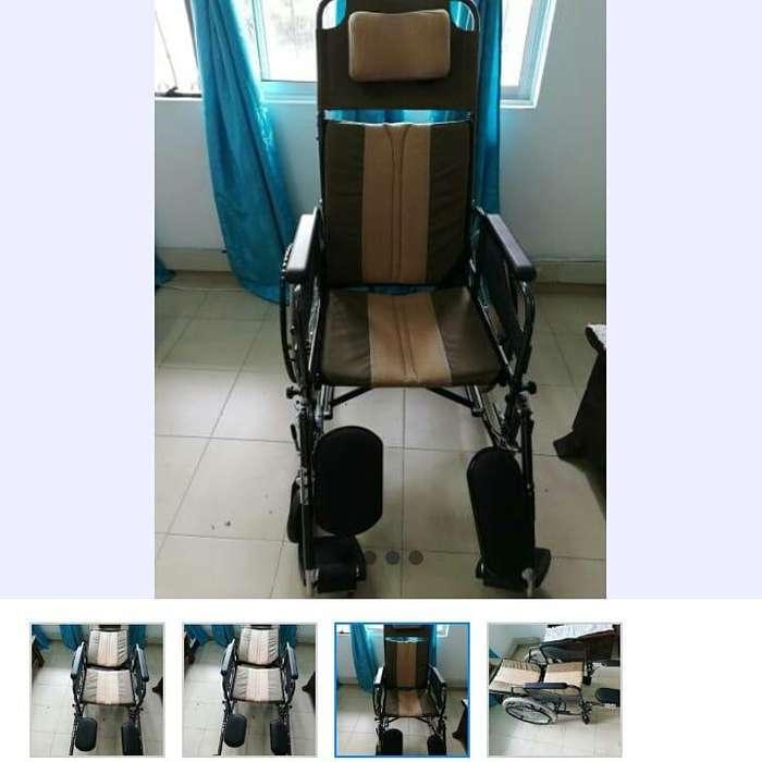 Comoda silla de ruedas tipo camilla para pacientes que no soporten est