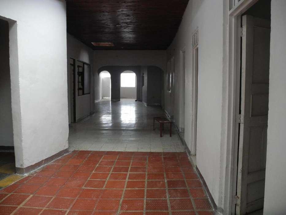 se vende casa en roldanillo excelente Ubicacion y con gran tamaño