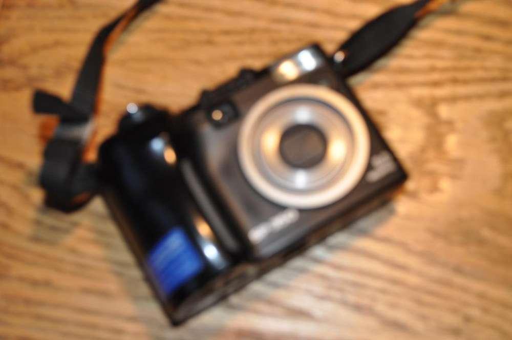 Vendo cámara fotográfica digital Marca OLYMPUSmodelo SP350