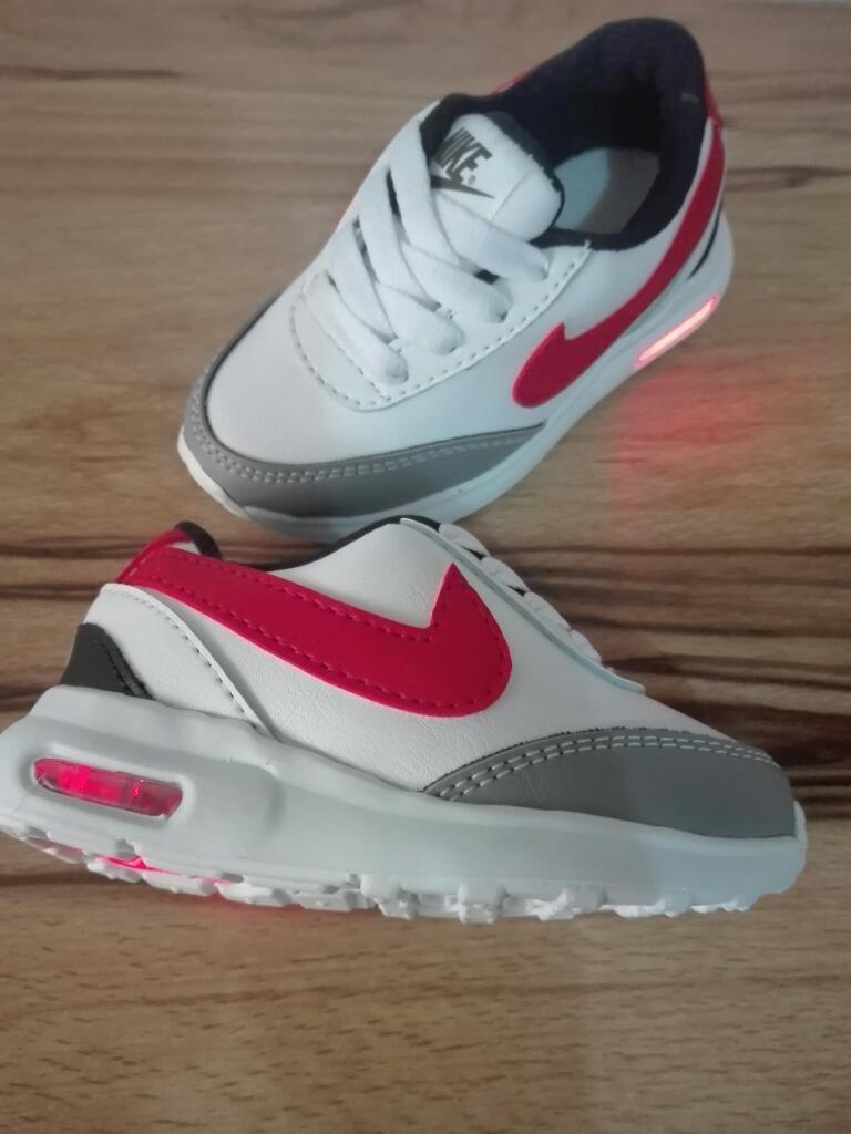 654da5e89 Zapatillas Nike Niños Luces Talla 21 - Cali