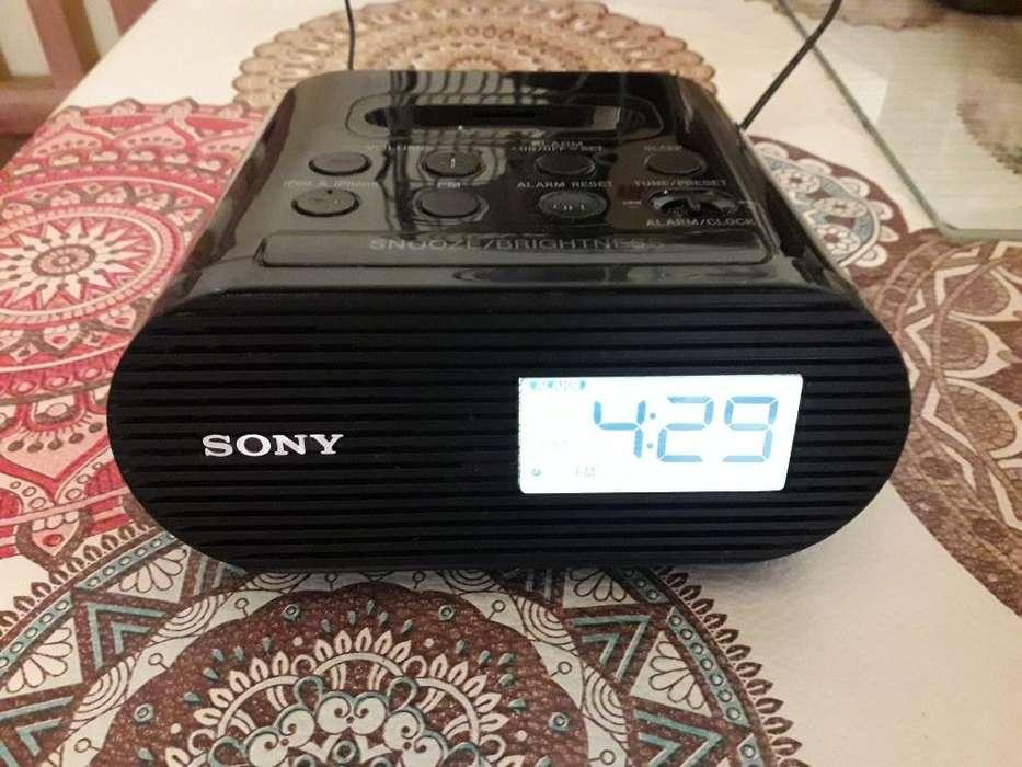 Radio Despertador Sony en Perfecto Estad
