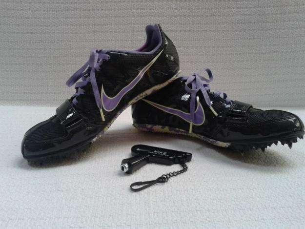 Zapatos de Clavo Nike, de mujer talla 7 24 cm. Excelente calidad