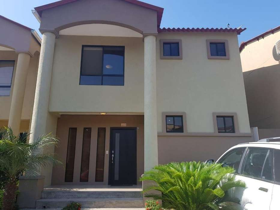 Venta de Casa en Urbanización Villa Club, Samborondon, vía a Daule, Avenida León Febres Cordero