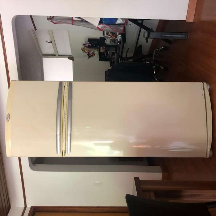 Nevera Whirlpool No frost 415,5 Litros - Color Beige