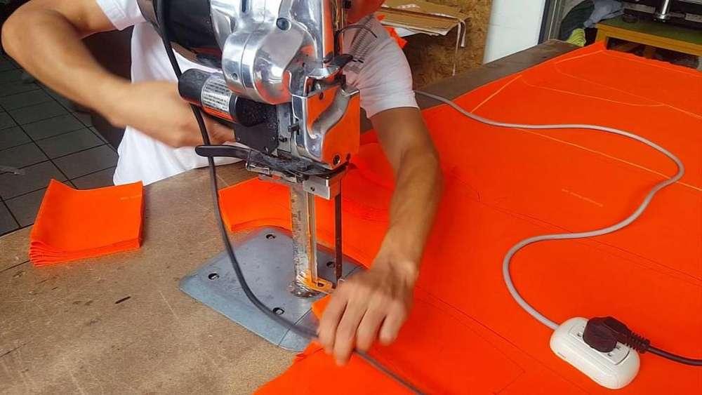 Hombres para trabajar en gremio textil