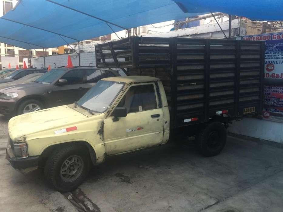 Toyota Hilux 1987 - 200000 km