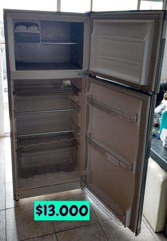 Heladera con freezer marca gafa