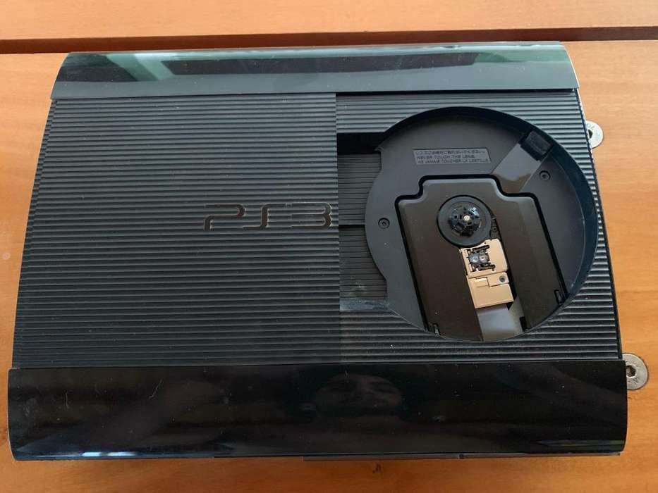 Play Station 3 250gb 17 juegos 2 mandos INCREIBLE ESTADO