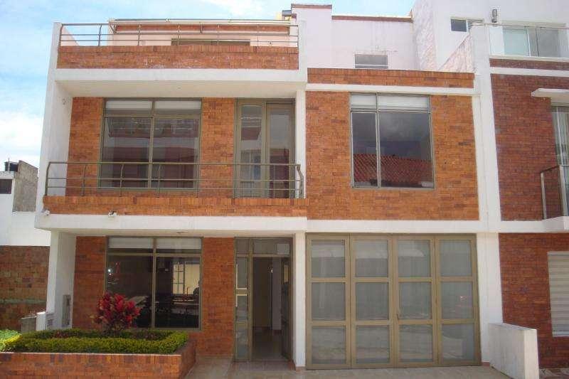 Cod. VBAAV110112 Casa En Venta En Fusagasuga Manila Conjunto La Fontana