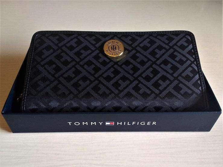 Tommy Hilfiger Billetera Color Negro Caja