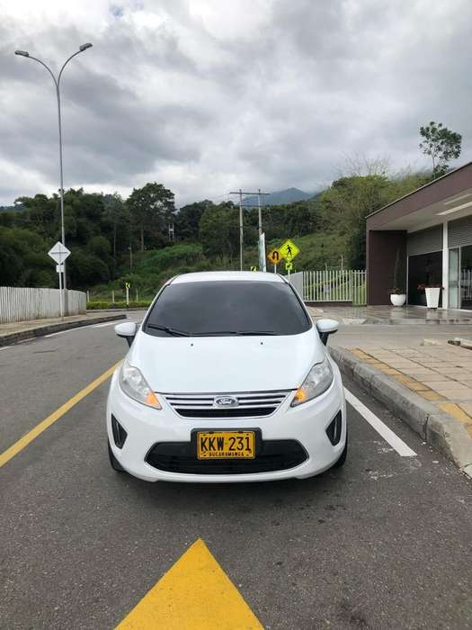 Ford Fiesta  2011 - 0 km