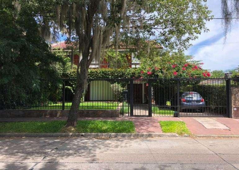 MB Negocios Inmobiliarios VENDE CASA 4 DORMITORIOS. MAZZA 3700. JARDÍN, PILETA, QUINCHO. Cochera . Impecable