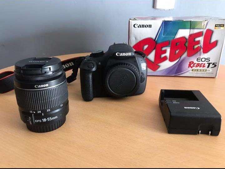 Canon T5 con Muy Poco Uso, Practicamente